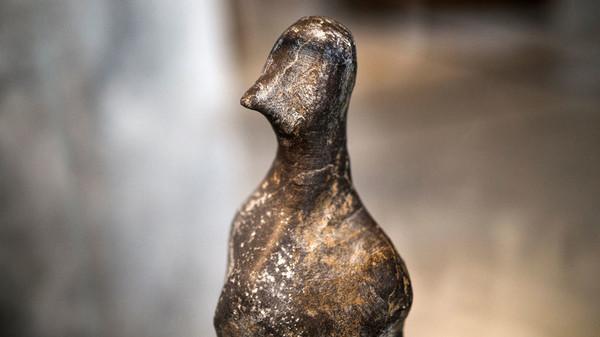 Изящный птичий верх статуэтки