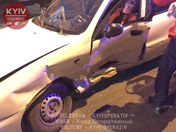 Toyota врезалась в Daewoo Lanos