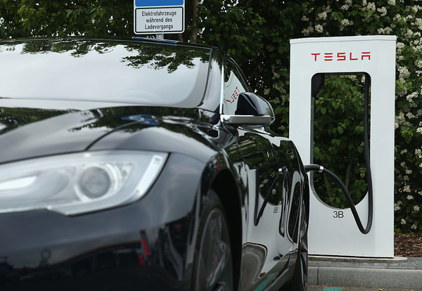 Электромобили Tesla пользуются в Украине большой популярностью