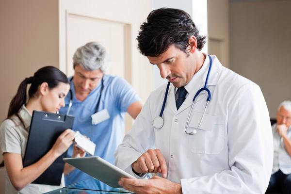 Премьер намерен ввести медицинское страхование