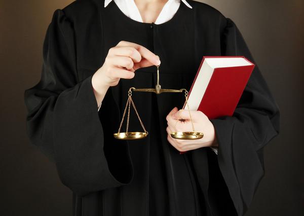 """Активисты назвали судей с большими запасами наличных """"под подушкой"""""""
