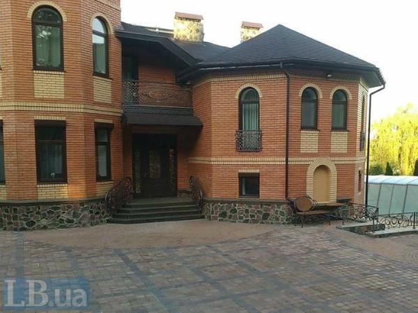 Дом уволенного директора по грузовым перевозкам Укрзализныци