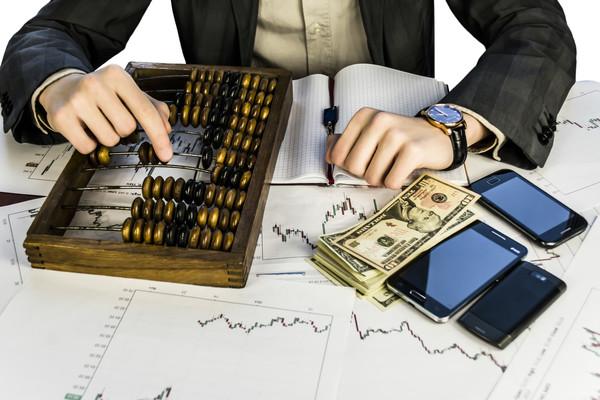 Бизнес Украины ожидает, что через год курс гривны составит 28,03 грн/долл