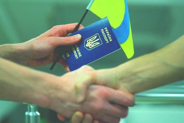 Украина получила одобрение на безвизовый режим с ЕС - в чем подвох?