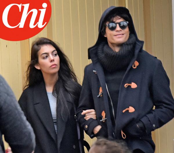 Джорджина Родригес и замаскированный Роналду гуляют по Парижу