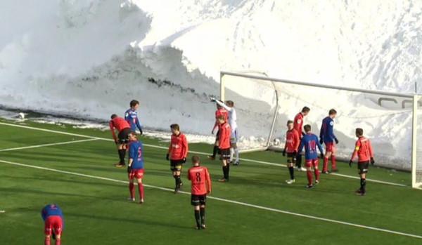 В Норвегии состоялся матч в снежном котловане