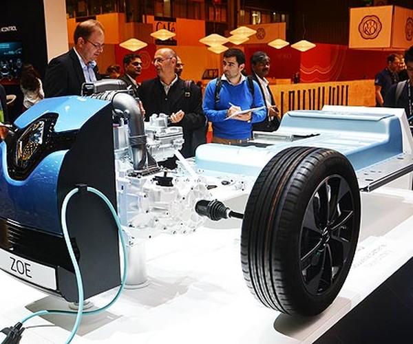 Электромобиль на выставке