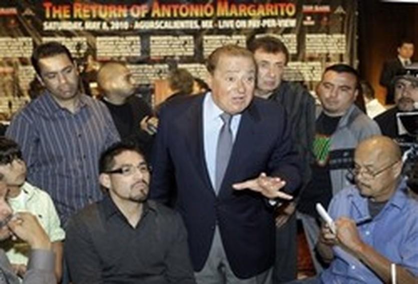 Боб Арум (в центре), AP
