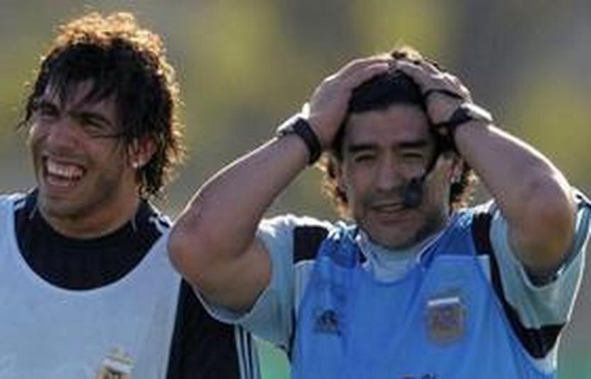 Карлос Тевес и Диего Марадона, AP