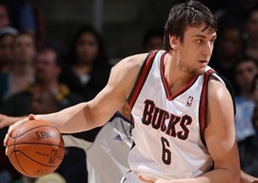Эндрю Богут, фото NBA.com