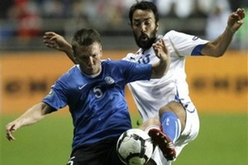 Кассани (справа) в игре за сборную, AP