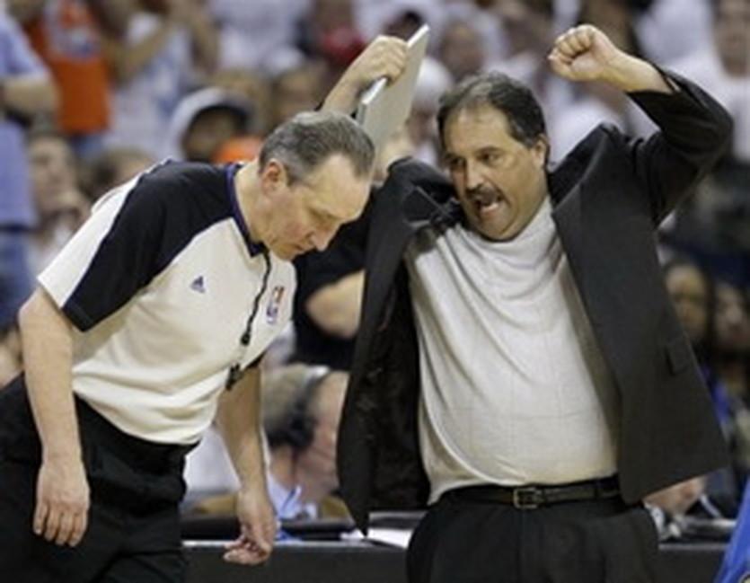 Джо ДеРоса (слева), AP