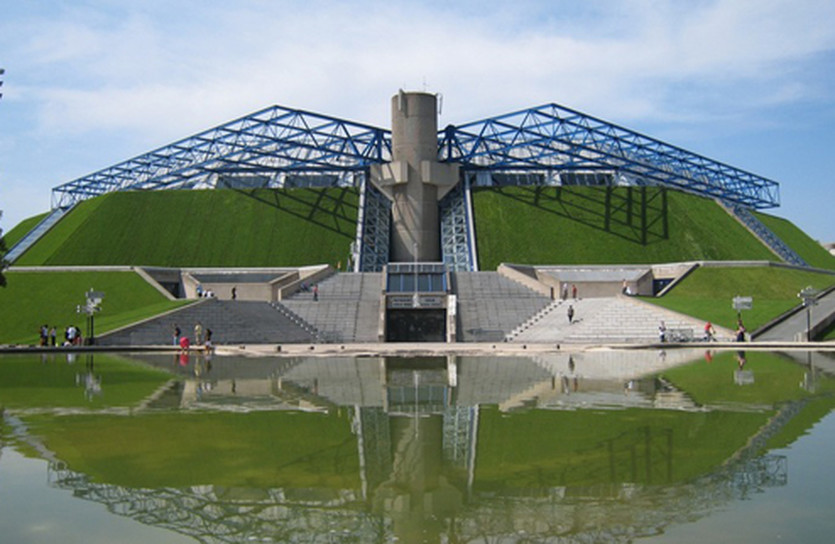 Великолепный дворец спорта в Берси