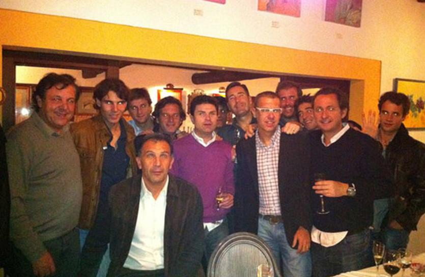Надаль с друзьями и командой, фото facebook.com