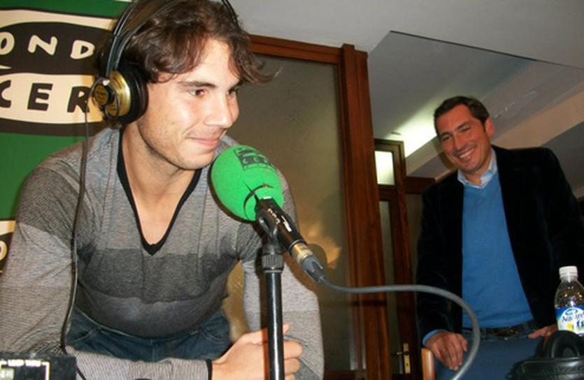 Рафаэль Надаль на радиостанции, фото menstennisblog
