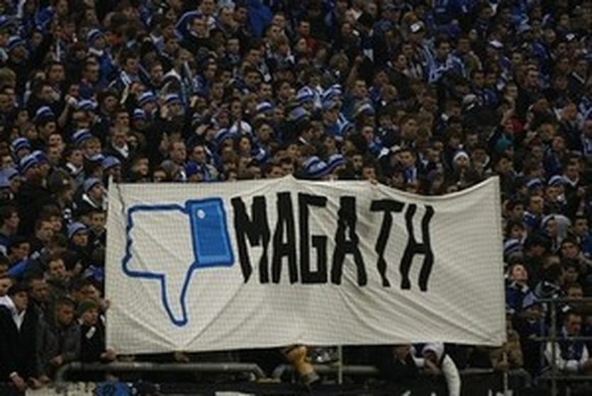 Баннер посвященный Магату, Reuters