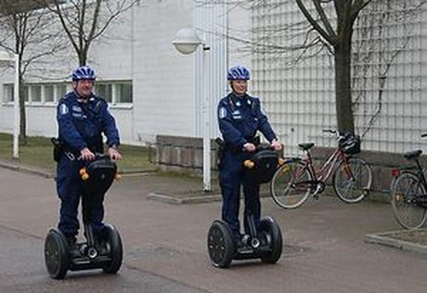Бравые финские полицейские, АР
