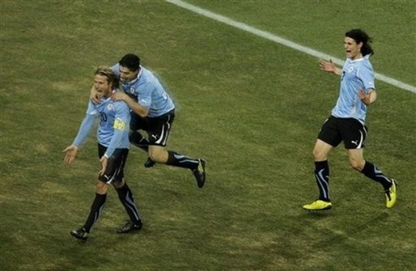 Что покажет звездная атака Уругвая? AP