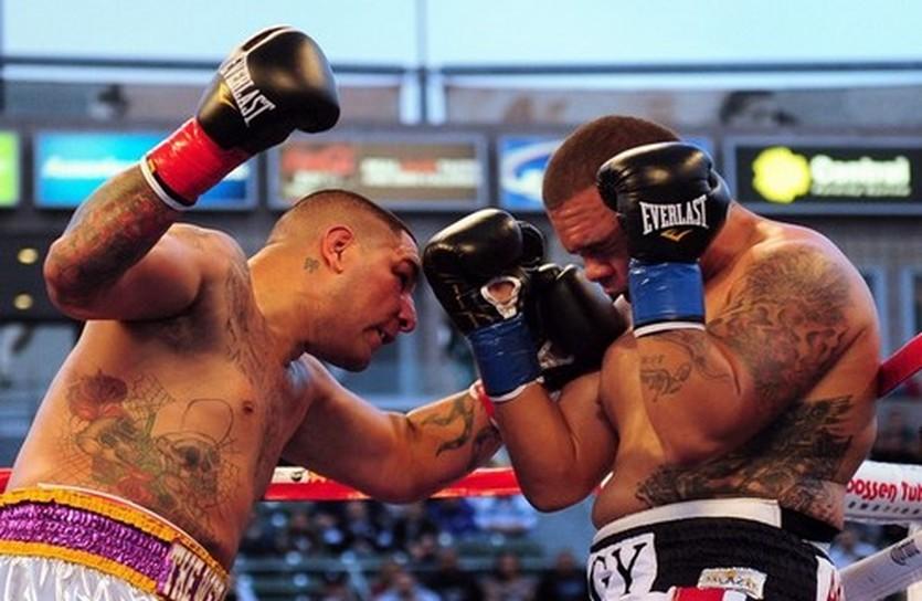 Крис Арреола (слева), Getty Images