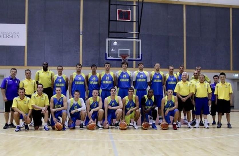 Кто лишний? фото А.Наумова, ukrbasket.net