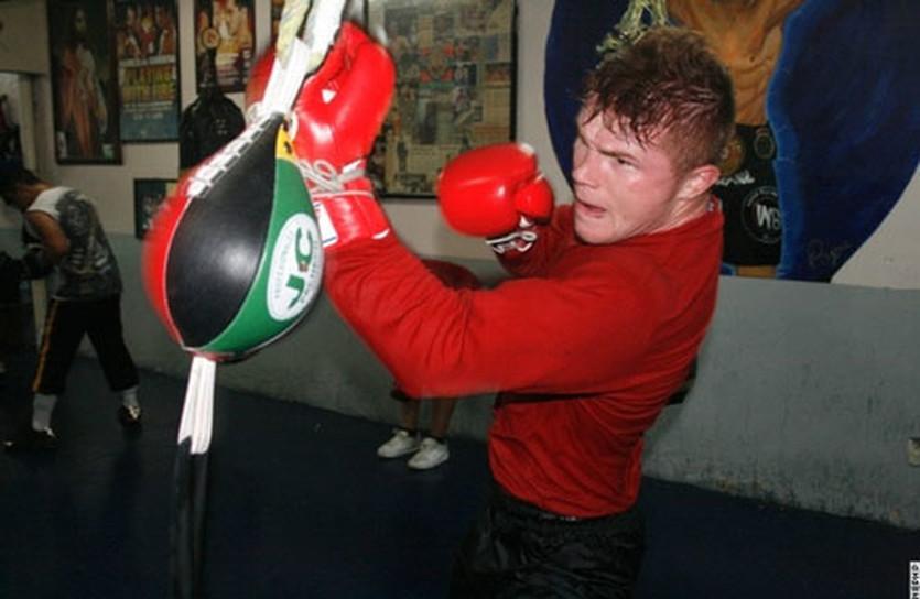 Сауль Альварес тренируется, boxingscene.com
