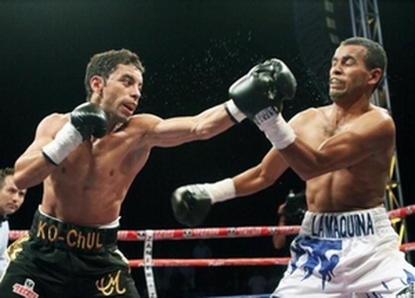 Фернандо Монтиэль (слева), boxingscene.com