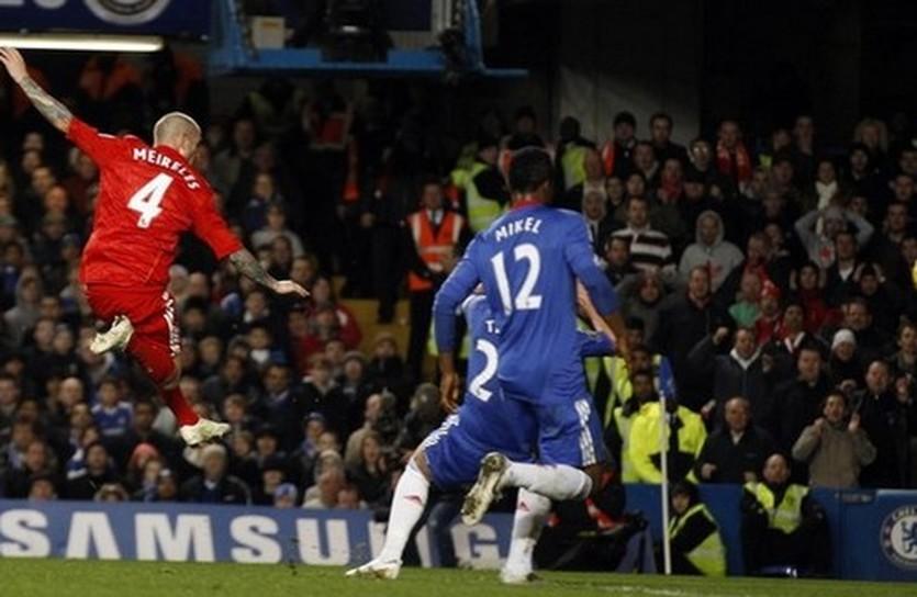 Мейрелеш забивает в ворота Челси, Reuters