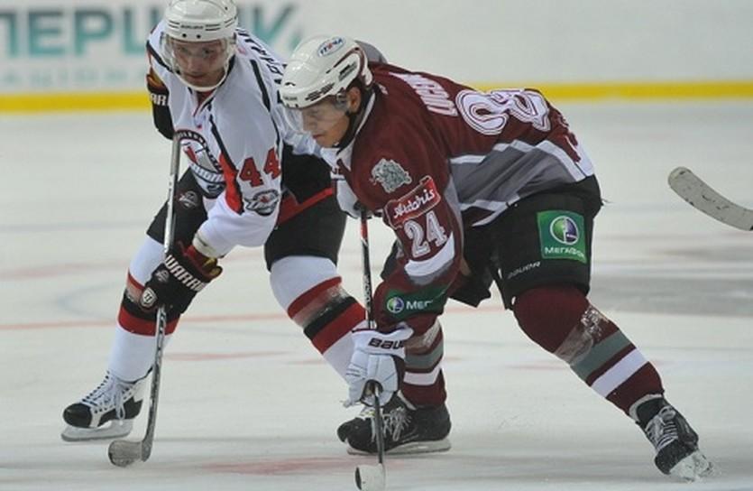 Сергей Варламов (слева) заступился за своего партнера. Фото Валерия Дудуша