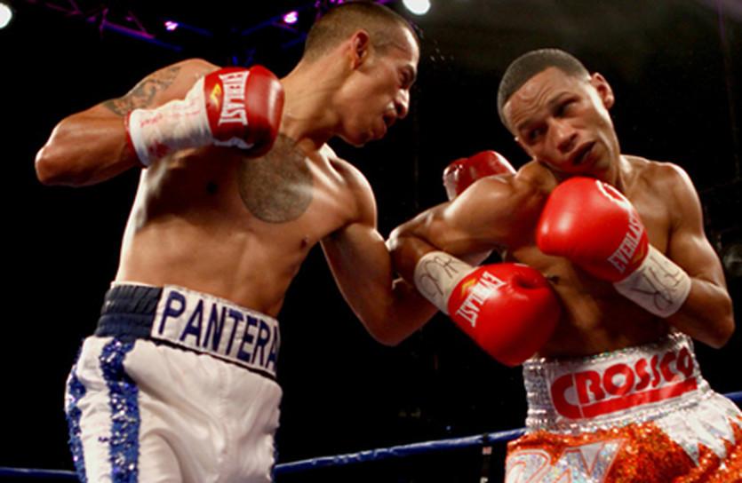 Иван Кальдерон (слева) и  Фелипе Ривас © fightnews.com