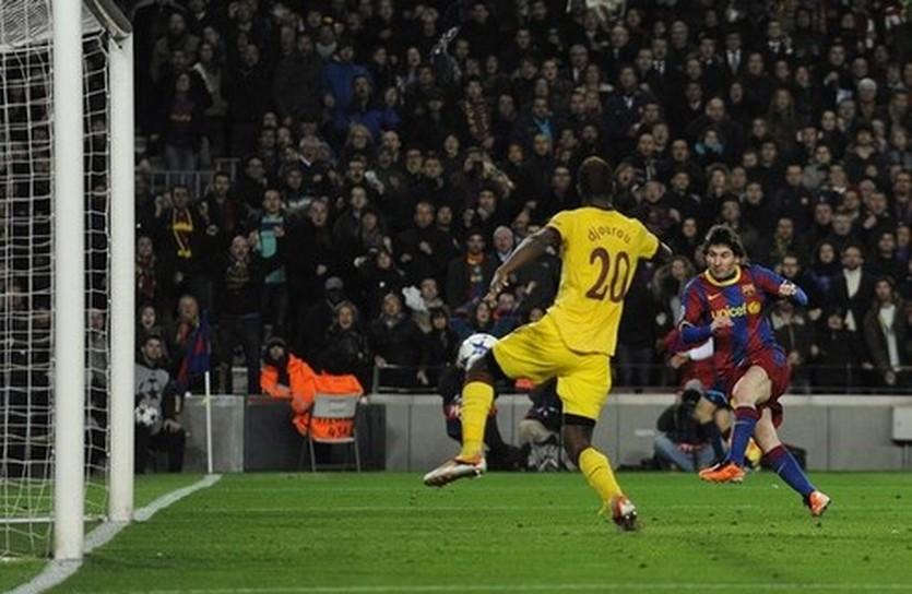 Месси забивает Арсеналу, Getty Images