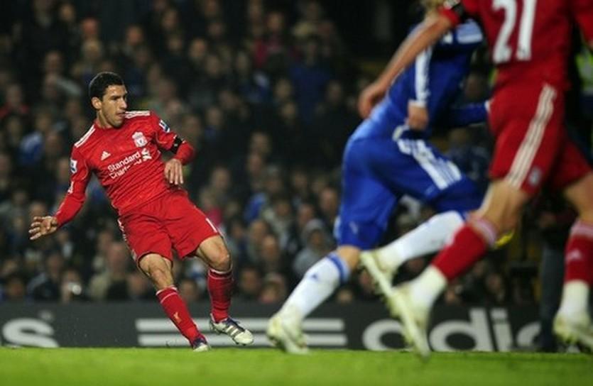 Макси забивает Челси, Reuters
