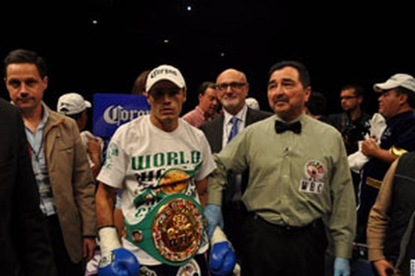 Джонни Гонсалес, boxingscene.com