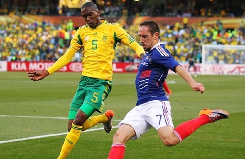 Анеле (слева), фото uefa.com