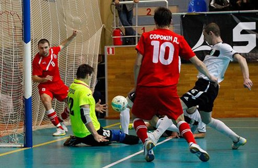 Локомотиву было тяжело затолкать мяч в ворота, фото Александра Осипова