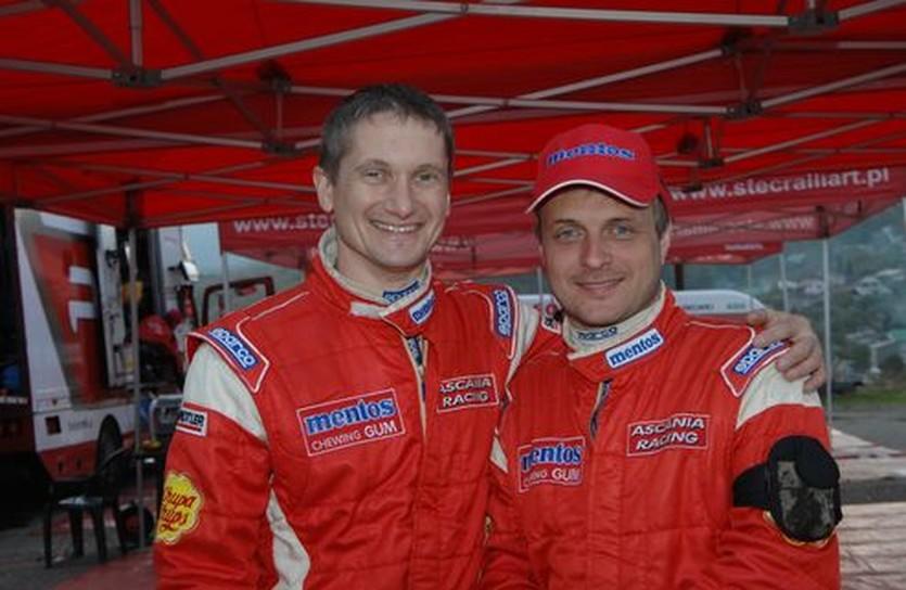 Андрей Николаев (справа) со своим пилотом Валерием Горбанем