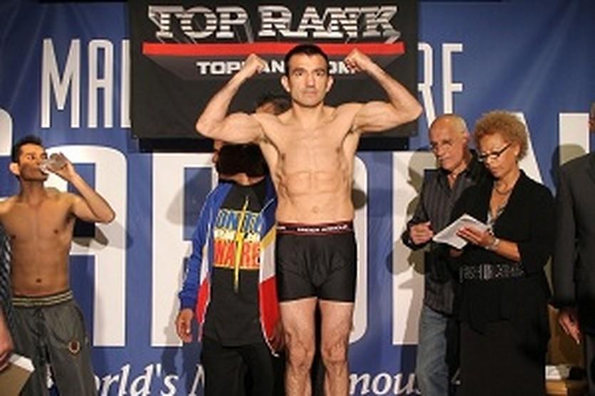 Омар Нарваес, boxingscene.com