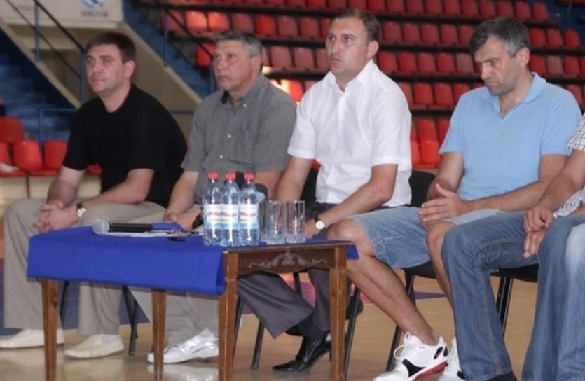 Николай Жук и его тренеры, фото МБК Николаев