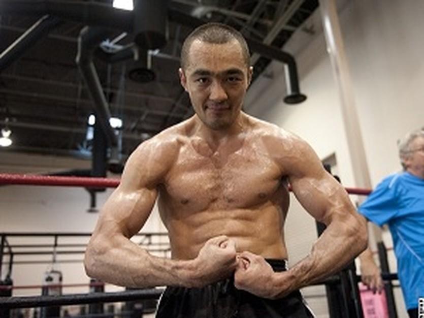 Бейбут Шуменов, boxingscene.com