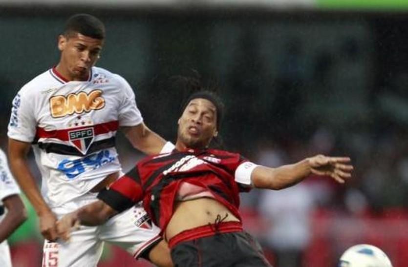 Денилсон против Роналдиньо, АР