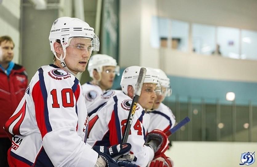 Руслан Борисенко (на переднем плане), ХК Динамо Харьков