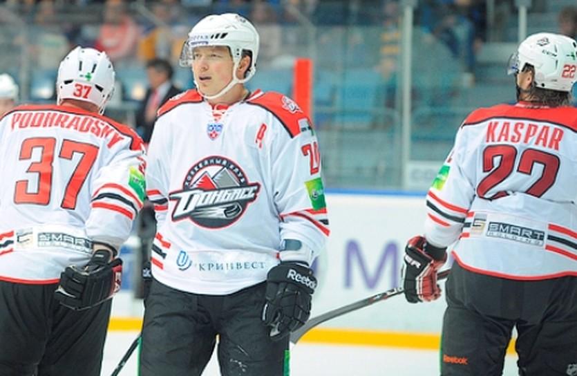 Руслан Федотенко (в центре), atlant-mo.ru