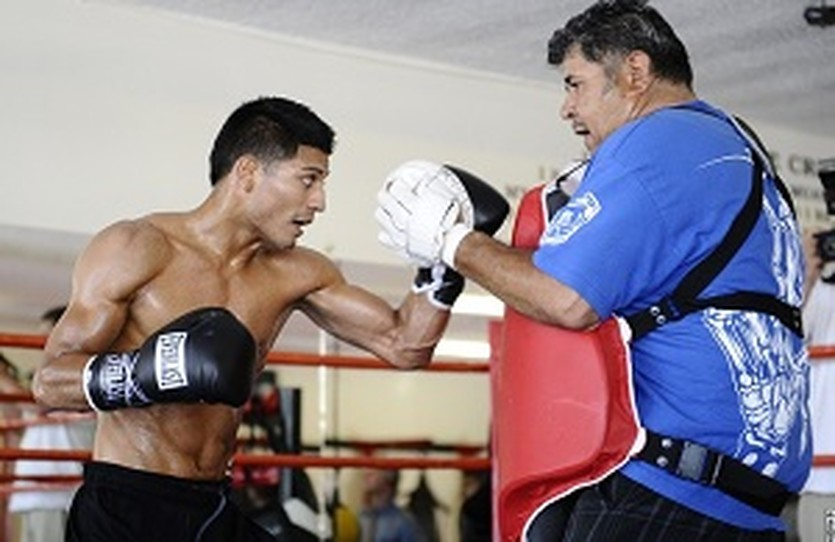 Абнер Марес, boxingscene.com
