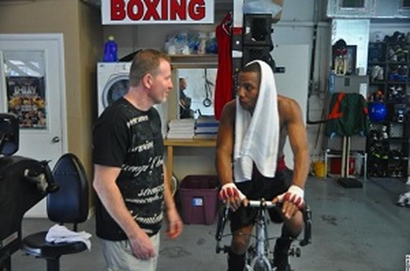 Микки Уорд и Хоан Гузман, boxingscene.com