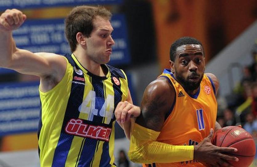Бросок Риверса (справа) может быть не засчитан, фото РИА-Новости
