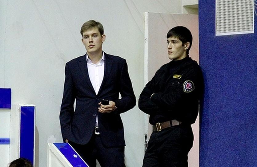 Часть матча БК Донецк - Ферро Алексей Ефимов вынужден был наблюдать таким образом, фото БК Ферро-ЗНТУ