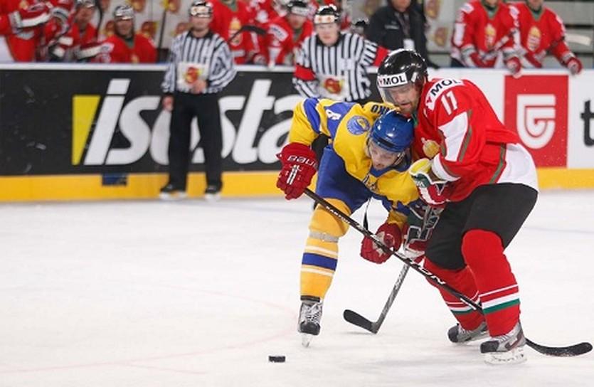 Евгений Емельяненко (в желтой форме), фото ФХУ