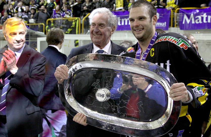 В 2012 году Суперфинал завершился громкой сенсацией, фото IIHF