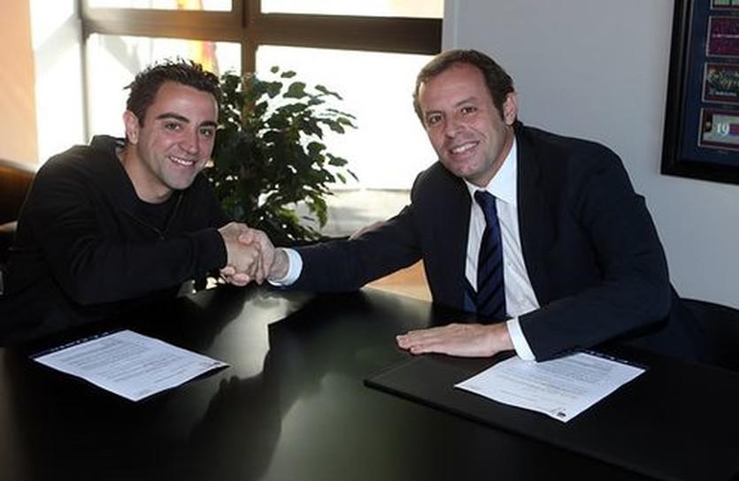 Хави и президент Барселона Сандро Росель, fcbarcelona.com