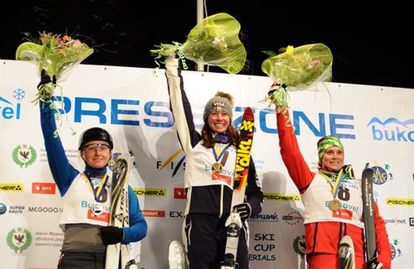 Надежда Диденко в компании остальных медалисток, фото Ильи Хохлова