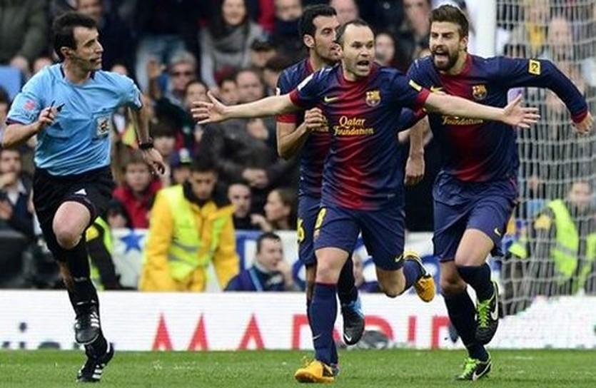 Игроки Барселоны и Перес Ласа, фото Eurosport
